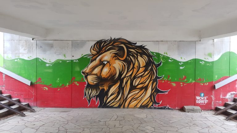 Lion painted in a route underpass