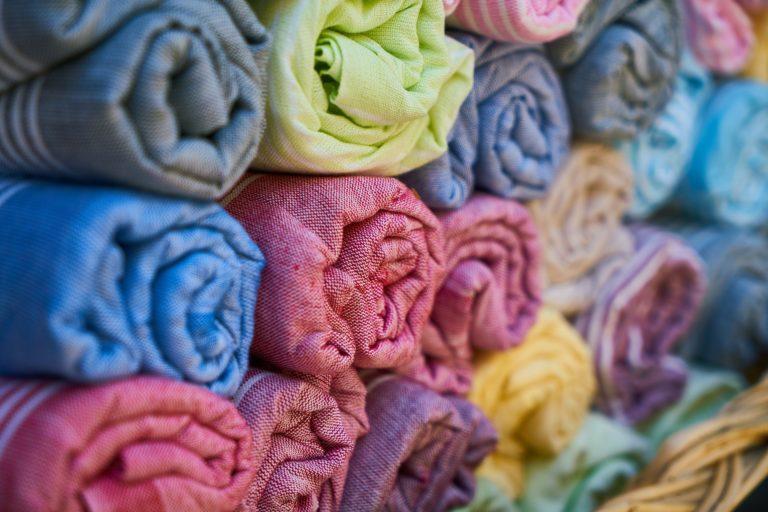 textile tissu choisir bons vêtements de voyage backpackeuse taille plus
